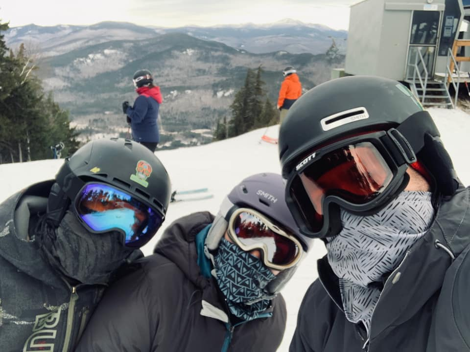 Skiing with helmets and masks